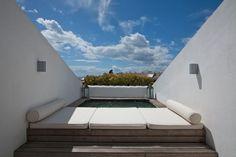Duplex con vistas al mar en Marbella. A 500 m de la playa y muy cerca de campos de golf. 201,80 m2, 2 plantas, 4 hab, 4 baños. Duplex with sea views in Marbella. 500 meters from the beach and very close to golf courses. 201,80 m2, 2 floors, 4 bedrooms, 4 baths. 1.200.000 €