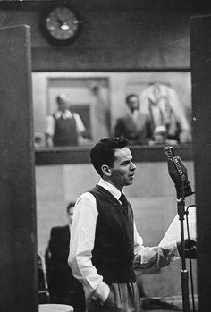 Frank Sinatra during a recording session at CBS, Gordon Parks, Walker Evans, Classic Hollywood, Old Hollywood, Hollywood Actor, Franck Sinatra, Equatorial Africa, Great American Songbook, Joey Bishop