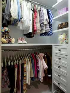 Small Closet Tips & Tricks. Great ideas for making the most of your small closets! (Image By: Lisa Adama/LA Closet Design) Custom Walk In Closets, Walk In Closet Design, Small Closets, Closet Designs, Small Wardrobe, Floating Shelves Bedroom, White Floating Shelves, Floating Shelves Kitchen, Glass Shelves