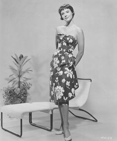 It's The Pictures That Got Small ~~  NATALIE WOOD