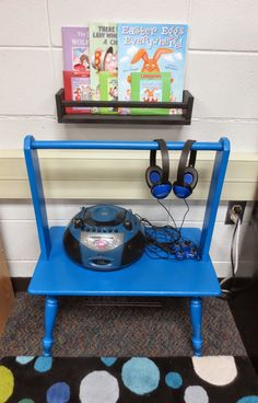 Setting Up for Second: The Daily 5 in 2nd Grade. Cute set up for Listening to reading center