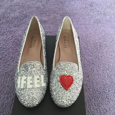 HPChiara ferragni shoes glitter slip on loafer Brand new designer Chiara Ferragni loafers with hearts. The hearts are Velcro and you can change the heart to match the color of your outfits. Brand new with box and 100% authentic! They will add sparkle to any outfit. Very flirty and feminine. Size 36 which is American 6. Runs true to size. Thank you. Chiara ferragni Shoes Flats & Loafers