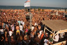Beach party - Happy hour every saturday and sunday
