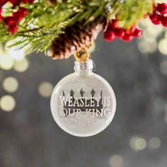** ON SALE ** This etched glass ornament is perfect for Harry Potter fans and will match any holiday decor. It is inches across with Weasley Is Our King etched on the front and a crown symbol left Harry Potter Ornaments, Harry Potter Christmas Tree, Hogwarts Christmas, Christmas Town, Magical Christmas, Christmas Bulbs, Christmas 2017, Harry Potter Monopoly, Harry Potter Magic