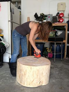 coffee table tree trunk idea (for wood from Granddaddy's house) Reclaimed Wood Projects, Diy Wood Projects, Wood Crafts, Trunk Furniture, Garden Furniture, Tree Trunk Table, Bois Diy, Wood Slices, Tree Slices