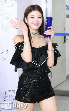 South Korean Girls, Korean Girl Groups, I Love Girls, Kpop Fashion, New Girl, Kpop Girls, Backstage, Skater Skirt, Peplum Dress