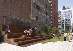 A couple days after Section 2 of the High Line opened. Now the park extends from the Meatpacking District (south of Street) to Street, near the Hudson Yards. The Street Seating Steps / Street Lawn, with by Neil Denari in the distance. Landscape And Urbanism, Urban Landscape, Landscape Design, Urban Furniture, Street Furniture, Masterplan Architecture, Tiered Seating, Urban Intervention, Outdoor Cinema