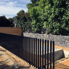 Here we take a look at 27 inventive swimming pool fencing suggestions for domestic residences, sharing some ingenious, enjoyable, as well as shocking styles. Backyard Pool Designs, Small Backyard Pools, Swimming Pools Backyard, Fence Around Pool, Pool Fence, Fence Landscaping, Modern Landscaping, Modern Fence Design, Fence Styles