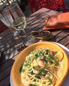 #lorne #latergram #foodporn #instafood #weekendaway #wine #woodensunnies by marshalltownkitchen http://ift.tt/1IIGiLS