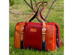 Una bella e pratica borsa in vera pelle, realizzata a mano seguendo la tradizione artigianale toscana ow.ly/jmOZE