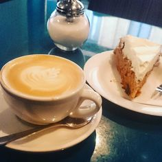 Perfect Kaffee und Kuchen :-D Cappuccino Coffee, Coffeehouse, Carrot Cake, Coffee Time, Latte, Tableware, Photos, Instagram, Food