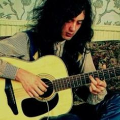 Jimmy Page..same pic seen before but up close with different tint