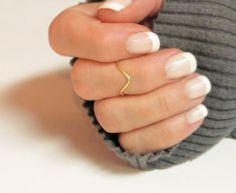 Knuckle Chevron de bague en or ou argent, empilage Midi Dainty anneau à la main