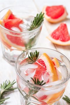 Reinvent Your G&T: How to Make an Extra Special Gin and Tonic - Sipsmith Pavlova, Berry Trifle, Healthy Vegan Desserts, Trifle Recipe, Fresh Fruits And Vegetables, Gin And Tonic, Food N, No Bake Cake, Raspberry