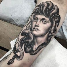 Matt Buck @he_draws  Artist/owner No Idols Tattoo @noidolsnyc  Booking Inquiries:  mbuck.pr@gmail.com #medusa #medusatattoo #gorgon #gorgontattoo #greekmythology #greekmythologytattoo #mythology #mythologytattoo #blackandgreytattoo #blackworkerssubmission #blackworker #darkartists #bngtattoos #tattoocloud