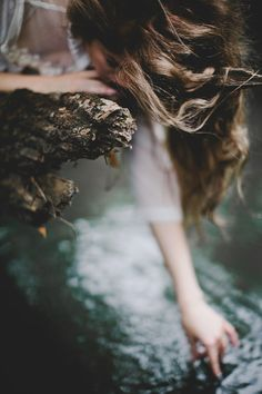 I chose this photo because it again combines nature and portrait. Yet you could also make a story around it Belle Photo, Daydream, Character Inspiration, Portrait Photography, Fantasy Photography, Lonely Girl Photography, Blonde Photography, Whimsical Photography, Photography Couples