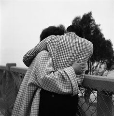 Vivian Maier. (Couple Embracing with Checkered Clothing), ca. 1960s