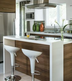 smart to have wood where feet hit under the counter Kitchen Furniture, Wood Furniture, Kitchen Decor, Kitchen Design, Little Kitchen, Kitchen And Bath, Bedroom Cupboards, Dream House Exterior, Cool Kitchens