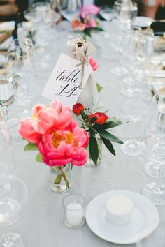La Tavola Fine Linen Rental: Tuscany Natural Table Runners and Napkins   Photography: onelove photography, Floral Design: Daisy Rose Floral Design, Event Planning & Design: LVL Events