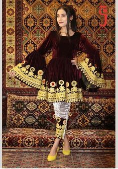 Design of kurty in Pakistan different designs and colors. Simple Pakistani Dresses, Pakistani Fashion Casual, Pakistani Dress Design, Pakistani Outfits, Fancy Dress Design, Stylish Dress Designs, Designer Party Wear Dresses, Indian Designer Outfits, Afghani Clothes