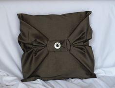 Originální designový polštářek Throw Pillows, Target, Design, Cushions, Decorative Pillows, Decor Pillows, Design Comics, Scatter Cushions