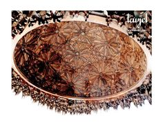 Cúpula de lacería con ruedas de 11 y mocárabes. Realizado por Taujel. Wooden dome with 11 pointed stars and muqarnas. Made by Taujel. #artesonado #madera #mudejar #laceria #wooden #ceiling #woodenceilingdesign #woodenceiling #carpentry #carvedwood #artwork #woodwork #woodworking #tracery