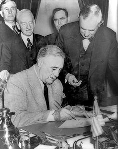 Roosevelts Vier Freiheiten   Anlässlich des 11. September 2001    ... Und ihre Schattenseiten   Diese Welt steht in tiefstem Gegensatz zu der sogenannten 'Neuen Ordnung' der Tyrannei, welche die Diktatoren im Krachen der Bomben zu errichten suchen. (Autor: Gàbor Muniér) #Roosevelt #US #Politik #11.September #9/11 #speech