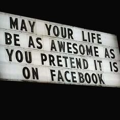 quotes people who live fake life Quotes Mind, Quotes Thoughts, Life Quotes Love, Quotes To Live By, Facebook Humor, Facebook Quotes, I Hate Facebook, Facebook Marketing, Media Marketing