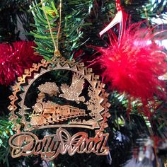 The Dollywood Christmas decoration is up and with it comes all the memories of that trip. Do you guys collect decorations on your travels? I've been doing it for years and am so glad I have though as I've been away the last few Decembers it's been years since I've been able to actually get them out of the box and put them on the tree. In the lead up to the big day I'll share a few. But this one always gives me Smoky Mountain memories at Dolly's home spun fun theme park.  #Dollywood…
