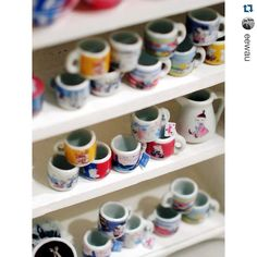 Wow these miniature Moomin mugs are amazing! 😍 with ・・・ Mini moomin mug mania 😂 Moomin House, Miniature Kitchen, Miniature Dollhouse, Moomin Mugs, Miniture Things, Miniatures, Tableware, Gifts, Troll
