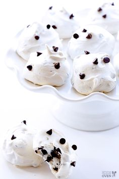 These Chocolate Chip Meringue Cookies are simple to make, super delicious, and only 35 calories each! from Gimme Some Oven Yummy Treats, Sweet Treats, Yummy Food, Yummy Yummy, Tea Cakes, Köstliche Desserts, Dessert Recipes, Passover Desserts, Plated Desserts