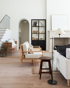 The Best White Paint Colors For Every Home - - An updated list of our favorite white paints! Interior Simple, Home Interior Design, Interior Paint, Interior Colors, Interior Livingroom, Interior Modern, Farmhouse Interior, Living Room Decor, Living Spaces