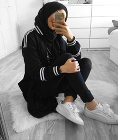 get the sporty look Casual Hijab Outfit, Hijab Chic, Islamic Fashion, Muslim Fashion, Hijab Mode Inspiration, Mode Outfits, Fashion Outfits, Sports Hijab, Hijab Stile