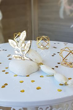 DIY μπομπονιέρα γάμου ελιά και elegant χαρακτήρα . Βρείτε τη εύκολα πατώντας στην εικόνα.  #mpomponieraelia #μπομπονιεραελια #mpomponieres #mpomponieresgamou #weddingfavors #goldweddingfavors #μπομπονιερες #μπομπονιερεςγαμου #χειροποιητεςμπομπονιερες #goldwhitewedding #elegantweddingdecor #elegantweddingdecoration #weddinginspiration #goldwedding #γαμος #διακοσμησηγαμου #γαμος2020 #wedding2020 #barkasgr #barkas #afoibarka #μπαρκας #αφοιμπαρκα #imaginecreategr Wedding Decorations, Table Decorations, Wedding Planning, Wedding Ideas, Dream Wedding, Weddings, Wedding, Wedding Decor, Marriage