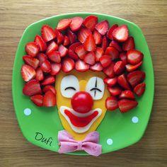 Günaydın Bugün 1 Nisan ve her türlü şakaya maruz kalabilirsiniz Öğretmen arkadaşlar beni daha iyi anlar #dufinintabakları Easy Food Art, Food Art For Kids, Cute Snacks, Cute Food, Good Food, Toddler Meals, Kids Meals, Fruit Sculptures, Finger Foods For Kids