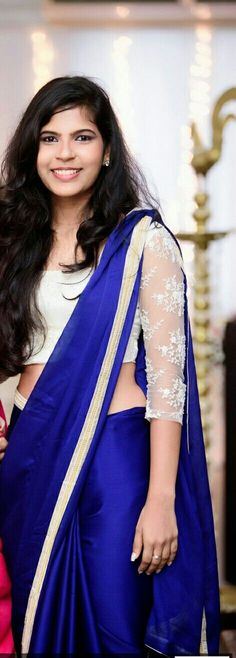 New Dress Blue Elegant Neckline Ideas Royal Blue Saree, Royal Blue Blouse, Ethnic Outfits, Indian Outfits, Trendy Dresses, Nice Dresses, Vintage Red Dress, Modern Saree, Simple Sarees