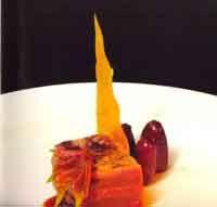 Milhojas de venado macerado en soja con puré de dátiles - Cocina extremeña. Gastronomía de Extremadura - RedExtremadura.com