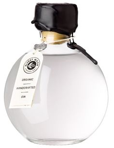 Blurry Moon Organic Handcrafted Gin - - Love the bottle! Beverage Packaging, Bottle Packaging, Brand Packaging, Packaging Design, Liquor Bottles, Glass Bottles, Whisky, O Gin, Gin Brands