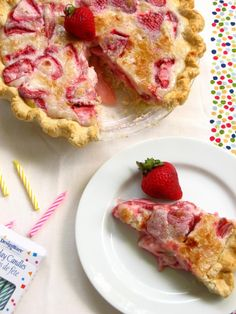 Summer Strawberry Sour Cream Pie, via Willow Bird Baking. Köstliche Desserts, Delicious Desserts, Dessert Recipes, Yummy Food, Lemon Desserts, Pie Dessert, Eat Dessert First, Pie Recipes, Sweet Recipes