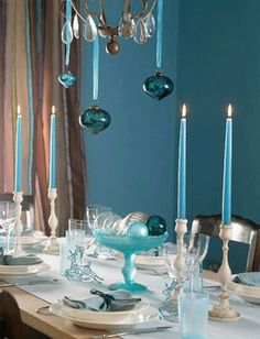 dining room decor for 2013 Christmas, 2013 Christmas table settings, blue Christmas dining room impression