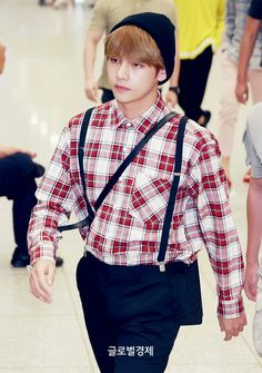 V❤ BTS Return Home! Incheon Airport~ His outfits so cute!! (PRESS - 170609) #BTS #방탄소년단