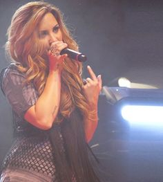 Demi Lovato - I admit it love her hair color