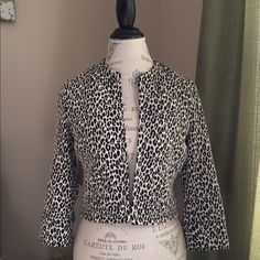 Animal print black and white crop blazer Classic black and white animal print crop blazer. This is great for any season. Like new. Size small but fits like an Xs. Sharagano Jackets & Coats Blazers