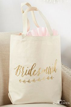 This canvas bridesmaid tote bag features a chic natural and gold foil color combination that fits right in with any existing wedding theme.