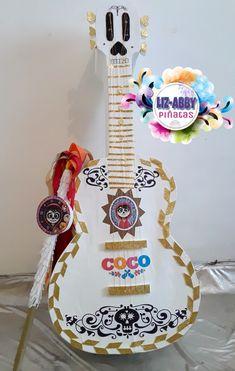 Guitarra de Coco PIÑATA by Liz-Abby Piñatas