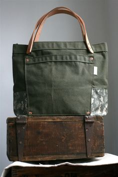 wood suitcase wood be tres cool