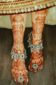 Payal Designs Silver, Silver Anklets Designs, Silver Payal, Anklet Designs, Latest Bridal Mehndi Designs, Wedding Mehndi Designs, Dulhan Mehndi Designs, Mehndi Art Designs, Indian Wedding Album Design