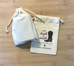 Our handmade and custom-designed favor bags are perfect for your guests at your birthday party, wedding or bachelor(ette) party as a way of saying thank you! Our favor bags are made from muslin cotton and because each and every bag is individually made by us, there can be slight