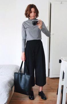 culottes and sweater Minimal Outfit, Minimal Fashion, Work Fashion, Basic Outfits, Fall Outfits, Casual Outfits, Work Outfits, Work Wardrobe, Capsule Wardrobe