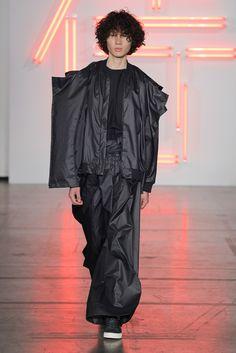 Hugo Costa estreia-se na Semana de Moda Masculina de Paris com o Portugal Fashion. Fonte: GQ Portugal